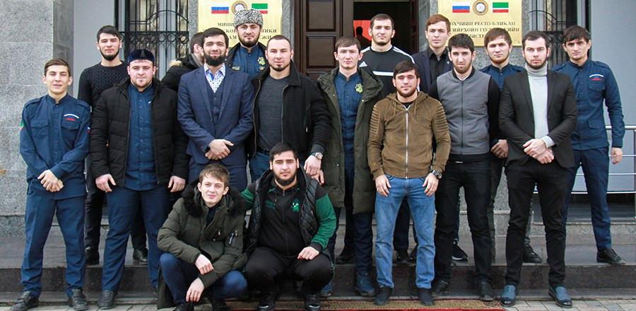 Чеченская молодежь встретилась с известными спортсменами