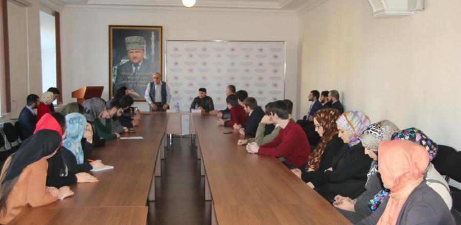 Молодежь встретилась с народным поэтом ЧР Умаром Яричевым