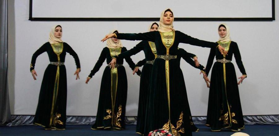 В Грозном прошел отборочный тур студенческого конкурса «Мехкарийн къовсам»