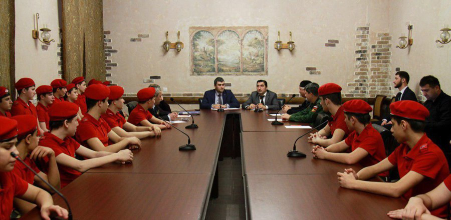 Юнармейцам рассказали о героях чеченского народа