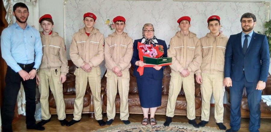 Сотрудники Министерства ЧР по делам молодежи поздравили ветеранов  с Международным женским днем