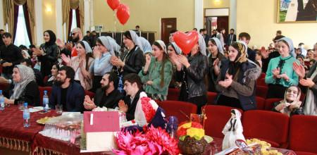 Межвузовский конкурс «Мехкарийн къовсам», приуроченный к Международному женскому дню прошел в Грозном