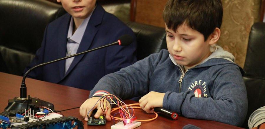 Международный день детей-изобретателей отметили в Грозном